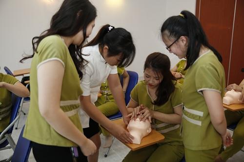 Lớp học chăm sóc da tại học viện Dr Bleter